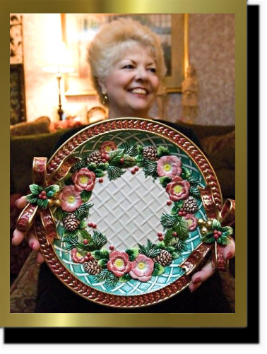 Judy Holding Plate Black & Gold Border